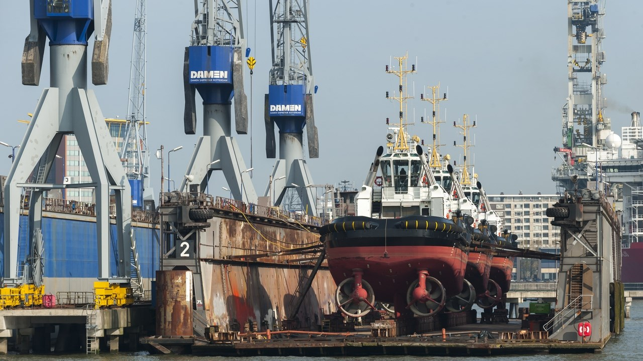 DSR three tugs floating dock