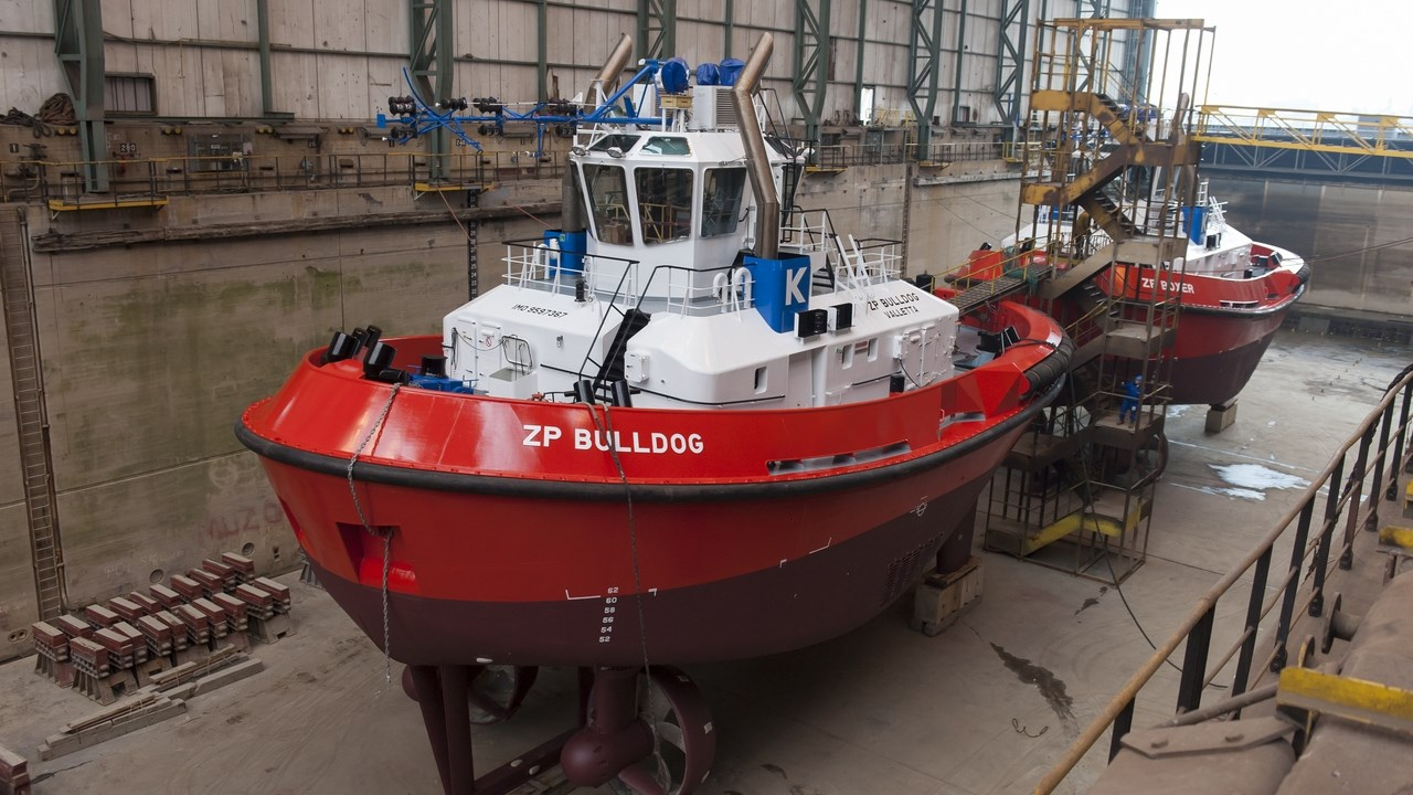 Harbour tugs 'ZP Bulldog'