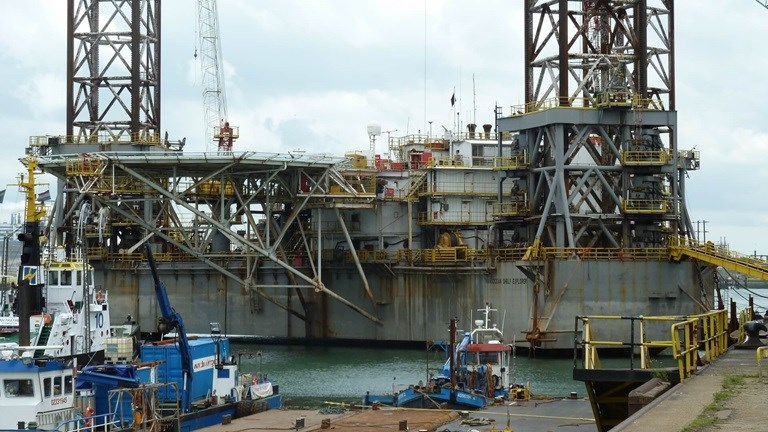 DSVl has been awarded a contract to convert the jack-up drill rig 'Shelf Explorer' into offshore hotel accommodation