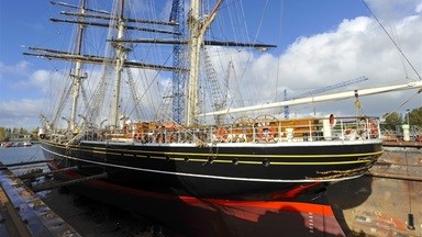 The 76-metre, fully-rigged sailing clipper Stad Amsterdam entered the floating dry dock at Damen Shiprepair Oranjewerf in Amsterdam