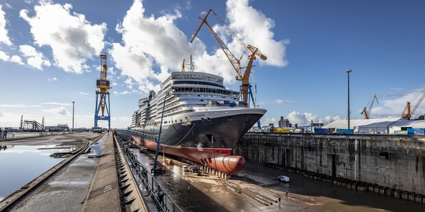 Cruise ship 'Queen Elizabeth' repair and refit programme at DSBr