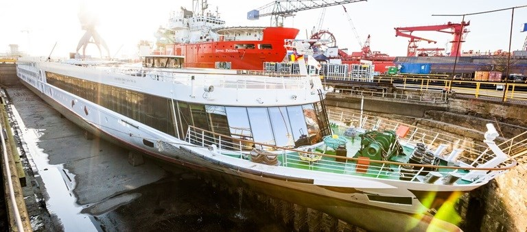 Damen Shiprepair Amsterdam (DSAm) offers the perfect site to execute routine and / or priority dockings for river cruise vessels