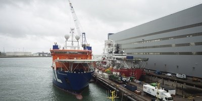 The 'North Ocean 102' arrived at short notice for waterballast pipe repairs
