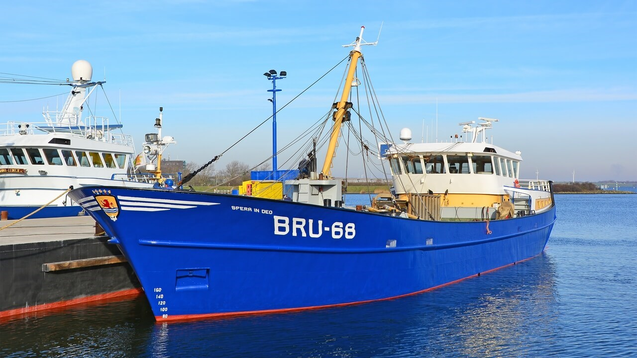 Damen Maaskant Shipyards Stellendam installed and commissioned two new Caterpillar C18 engines at 'BRU-68'