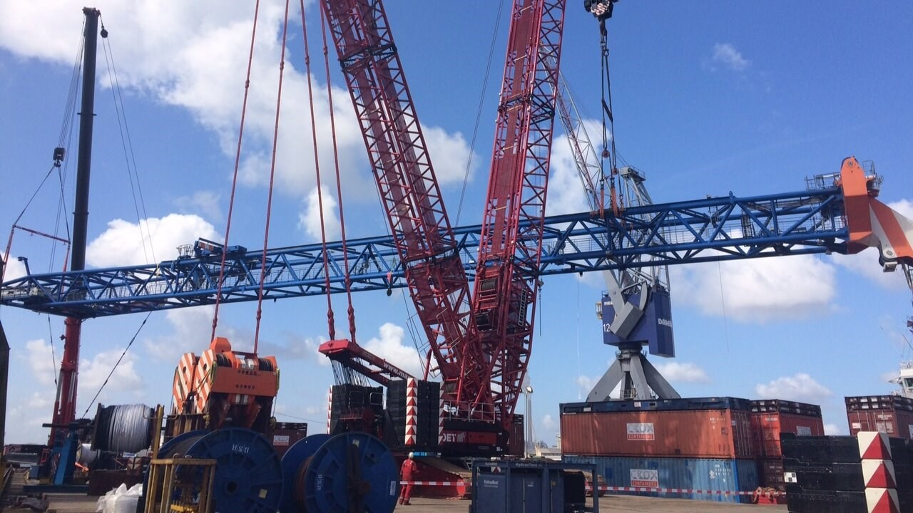 Installing the larger crane on the 'Sea Installer'