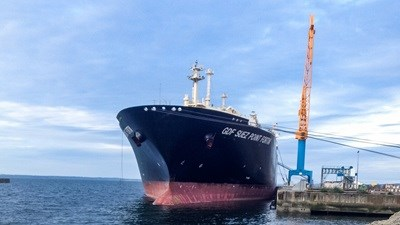 Performing repairs and maintenance work on an LNG carrier