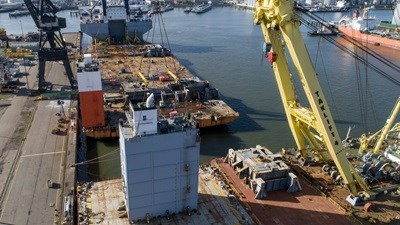 With much heavy lifting to be done, Boskalis brought in one of its own floating sheerleg cranes, the Taklift 4