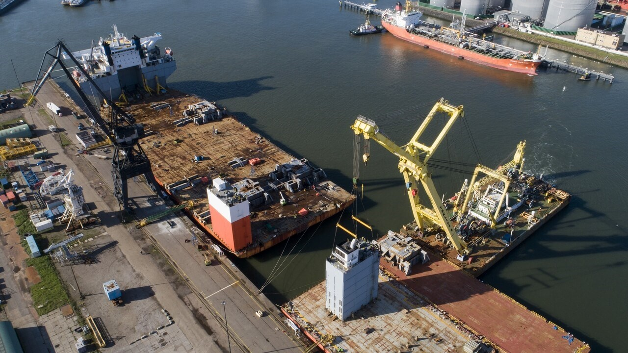 The project involved the removal of 5,000 tonnes of steel grillages and the re-installation of two casings