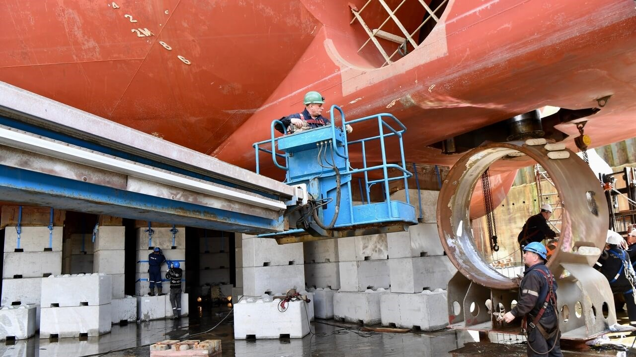 Wind farm 'Sea Installer' refit