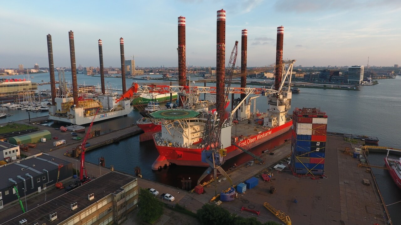 The 'Brave Tern', a 132-metre jack-up owned and operated by Fred. Olsen Windcarrier AS, came to Damen Shiprepair Amsterdam in 2018.