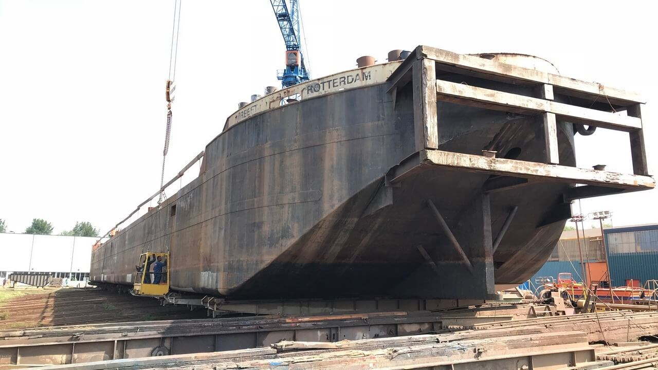 Sand barge 'Kreeft' at Damen Shiprepair Oranjewerf