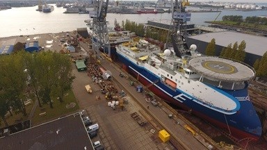 To maximise the efficient use of resources, the two 106-metre vessels were docked stern-to-stern in the yard's 250-metre drydock no.4 in a tandem arrangement.