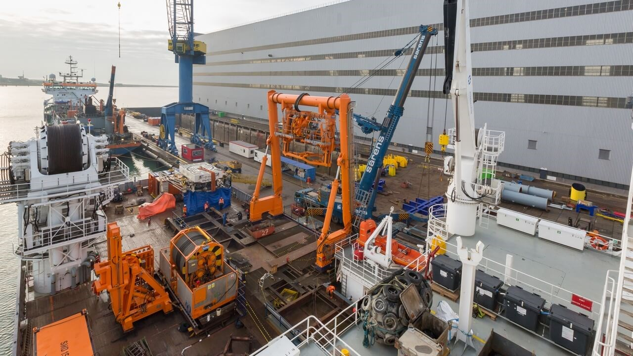 An initial short period was spent alongside to remove Van Oord's innovative new Dig-It (Q-trencher 1600), which the group had deployed on board the REM Saltire under the contract with Ørsted to transport, install and bury infield cables for the Borkum Riffgrund 2 offshore wind farm.