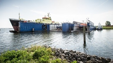 Maaskant has three floating dry docks, a repair berth and well-equipped on-yard machine shops.